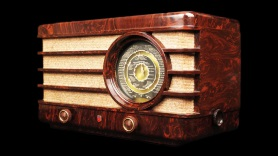 HELEOR transforme et modernise les anciens postes radio en enceintes Bluetooth vintage